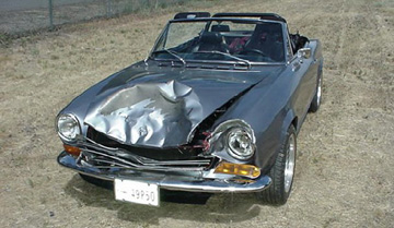 Fiat 124 Spider Crashes into Deer