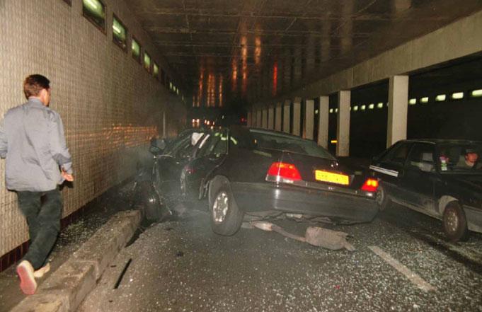 https://www.car-accidents.com/2007-crash-pics/princess-diana-crash-3-07.jpg